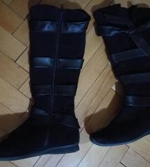 Crni cizmi (црни чизми)