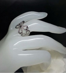 Prekrasen prsten