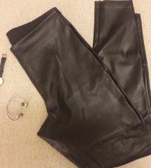 Тесни панталони од вештачка кожа