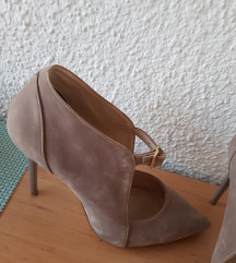 Продавам штикли од Perla