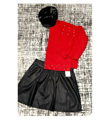 Црвен џемпер со бисерни детали