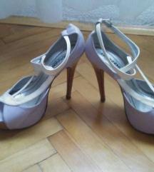 Елегантни сандали на штикла