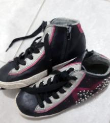 Високи чевли-патики