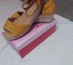 Нови сандали Продавам/заменувам
