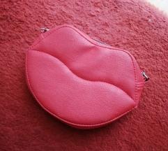 Црвена чантичка