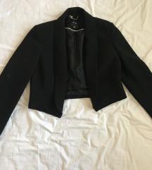 Црно ново кратко сако