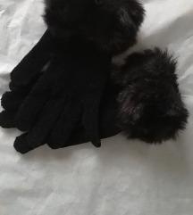 Се продаваат нови ракавици