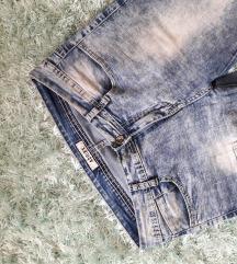 Се продават фармерки и кошули