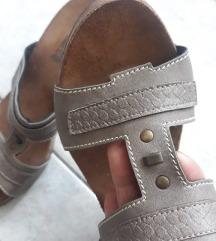 Papuci so polna peta 41 novi