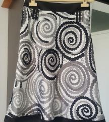 Suknja so geometriski sari