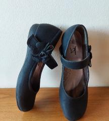 Црни велур балетанки со лепенка и цветен детал