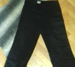 Crni pantoloni zvonarki