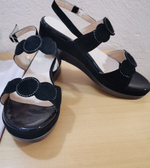 Orsi sandali novi