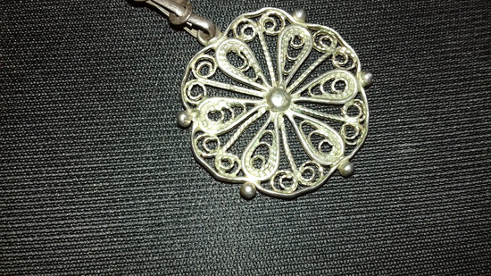 Nov privezok filigran srebren cvet