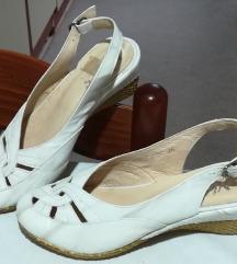 Продавам нови необлечени обувки
