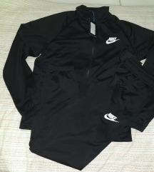 Novi so etiketa Nike original trenerki