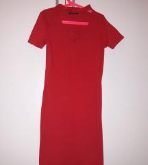 Црвен фустан со чокер