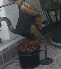 dekorativen zelezen drzac za cveke