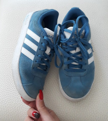 Adidas patiki broj 32