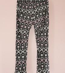 Pantoloni H&M i maicka unsea 8 god