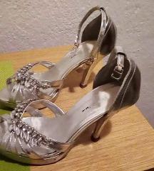 Свечени сандали