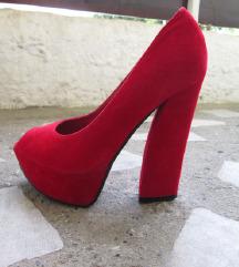 Црвени сандали