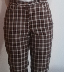 Карирани модерни панталони како нови!