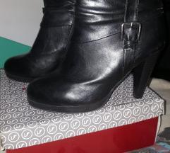 Црни чизмички на штикла