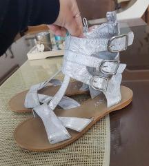 Italijanski sandali br 35 moderni kako novi