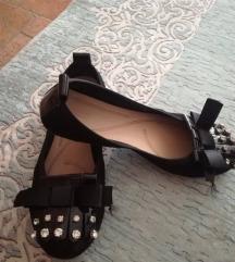 Црни балетанки