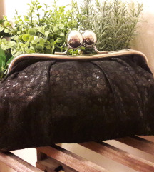 Црна вечерна чантичка
