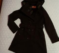 Skoro nov crn kaput