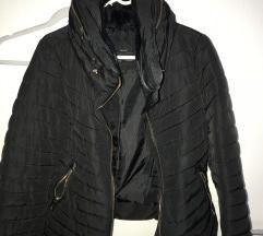 Crna jakna od Zara
