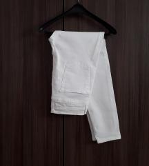 Бели деним панталони