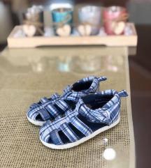 H&M sandali br 18-19 ednas noseni