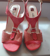Novi ciklama lakovani sandalki