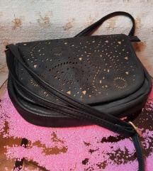 НОВА црна чанта