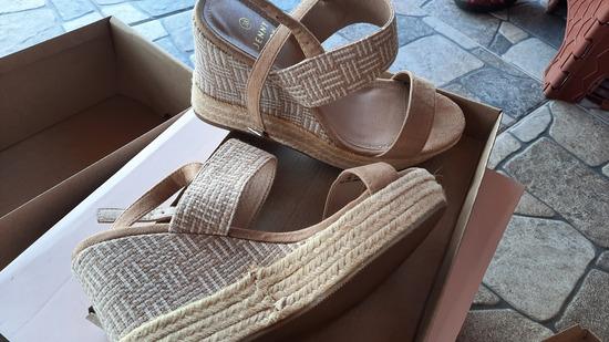 Novi obuvki so etiketa br 38