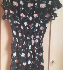 Prekrasno cvetno fustance so karneri S broj