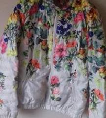 Преубава јакна  намалена 👉👉 ⬇️750 ден