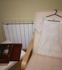 Бела маица со златни точки
