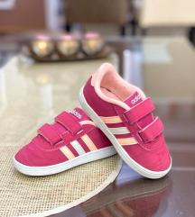 Adidas br.22 kako novi