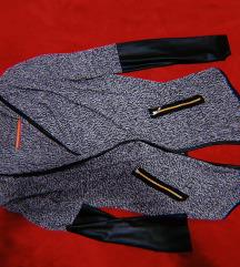 Џемпер-наметка сиво/црн со кожни ракави