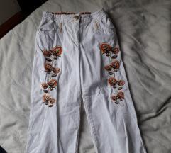 Beli pantaloncinja