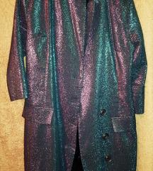 Фустан или палтенце со копчиња