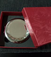 Damsko ogledalo, podarok ili 250 mkd