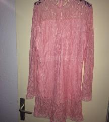 Розе чипкаст фустан