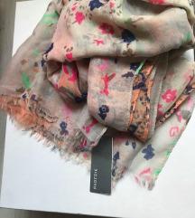PARFOIS марама, со етикета и кеса.
