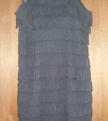 Црно фустанче со реси