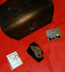 4 para obetki, vence za kosa i kutija za nakit